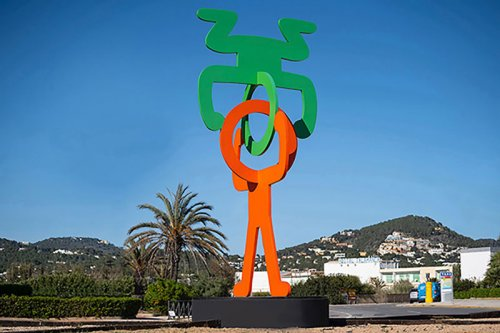 Keith Haring, Untitled (Head Stand), 1988 Painted steel, 701 x 302 x 302 cm (276 x 119 x 119 in)