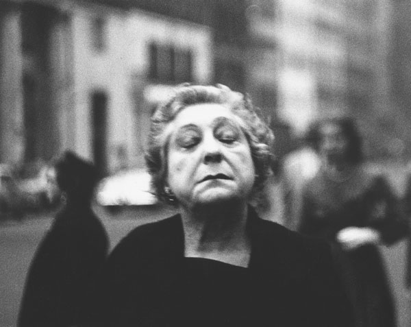 Diane Arbus, Woman on the street with her eyes closed, N.Y © The Estate of Diane Arbus, LLC. All rights reserved.