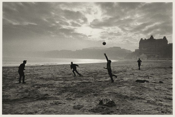 Don Mccullin, fishermen playing during their lunch break, Scarborough, Yorkshire 1967 © Don Mccullin